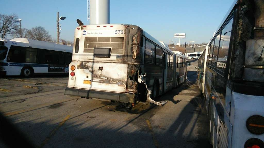 MTA Eastchester Bus Depot - bus station  | Photo 4 of 10 | Address: 3320 Tillotson Ave, Bronx, NY 10475, USA | Phone: (718) 696-3600
