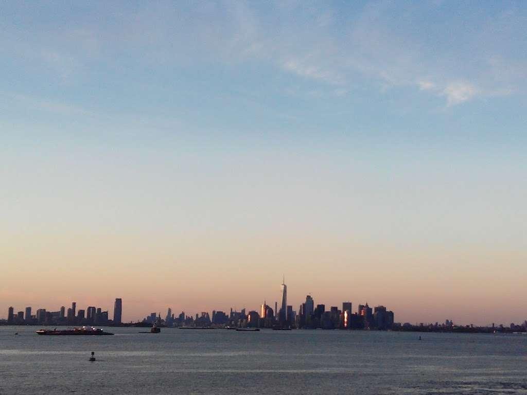 ArtSpace @ Staten Island Arts - art gallery  | Photo 4 of 4 | Address: 7 Navy Pier Ct, Staten Island, NY 10304, USA | Phone: (718) 447-3329