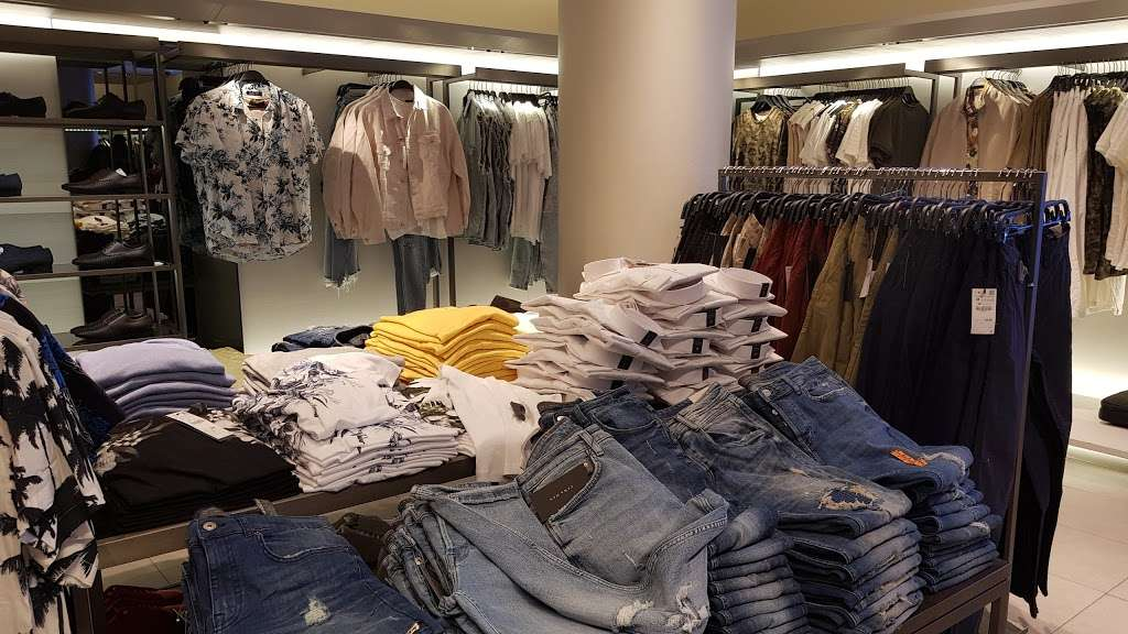 Zara - clothing store  | Photo 10 of 10 | Address: 101 5th Ave, New York, NY 10003, USA | Phone: (212) 741-0555