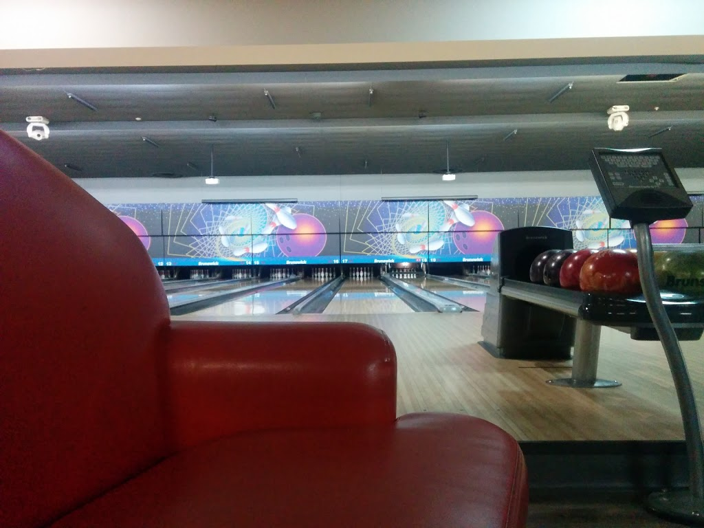 Super Bowl - bowling alley  | Photo 8 of 10 | Address: 10000 Tecumseh Rd E, Windsor, ON N8R 1A2, Canada | Phone: (519) 735-7500