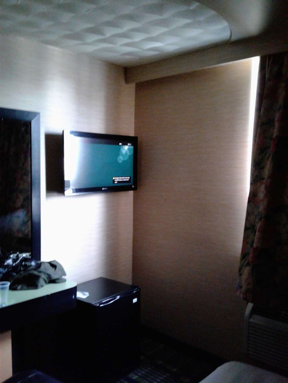 Oasis Motel - lodging    Photo 5 of 10   Address: 3801 Boston Rd, The Bronx, NY 10466, USA   Phone: (718) 231-3300