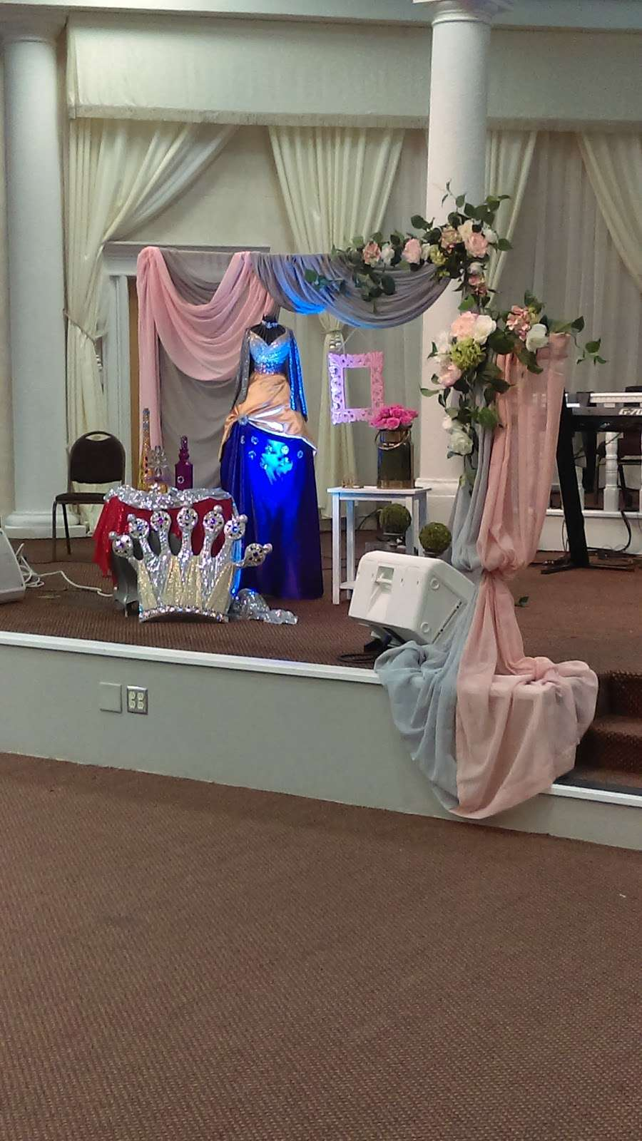 Iglesia de DIOS Pentecostal Movimiento internacional - church  | Photo 2 of 6 | Address: 3225 S Goldenrod Rd, Orlando, FL 32822, USA
