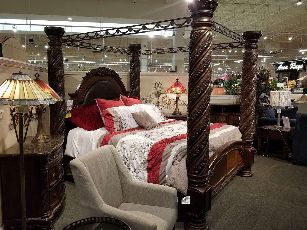 American Furniture Warehouse - furniture store  | Photo 3 of 10 | Address: 5801 N 99th Ave, Glendale, AZ 85305, USA | Phone: (602) 422-8800