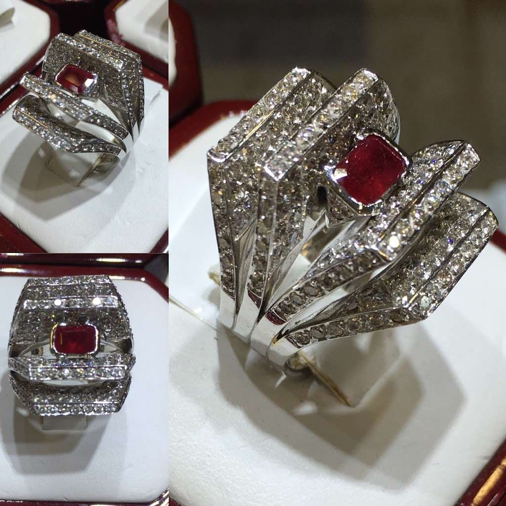 A Marsel's Jewelry - jewelry store  | Photo 3 of 10 | Address: 515 River Rd Booth 5 &, 7, Edgewater, NJ 07020, United States | Phone: (201) 342-4400
