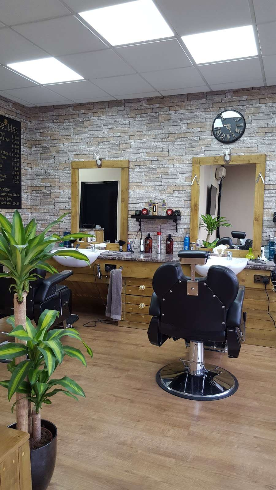 THE VILLAGE BARBERS 82 - hair care  | Photo 3 of 10 | Address: 82 Limpsfield Rd, Warlingham CR6 9RA, UK | Phone: 01883 624274