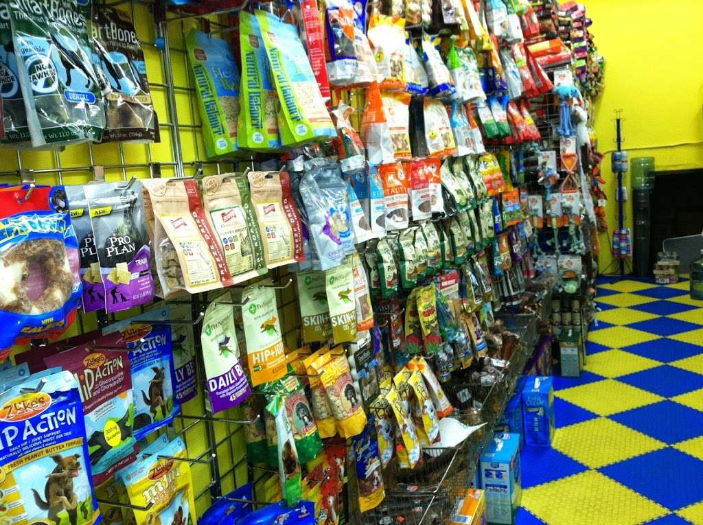 Furry Fiends - store    Photo 10 of 10   Address: 630 W 207th St, New York, NY 10034, USA   Phone: (212) 942-0222