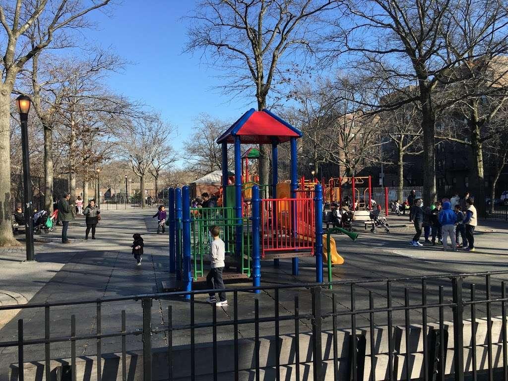 Torsney/Lou Lodati Playground - park  | Photo 7 of 10 | Address: 41-15 Skillman Ave, Long Island City, NY 11104, USA | Phone: (212) 639-9675