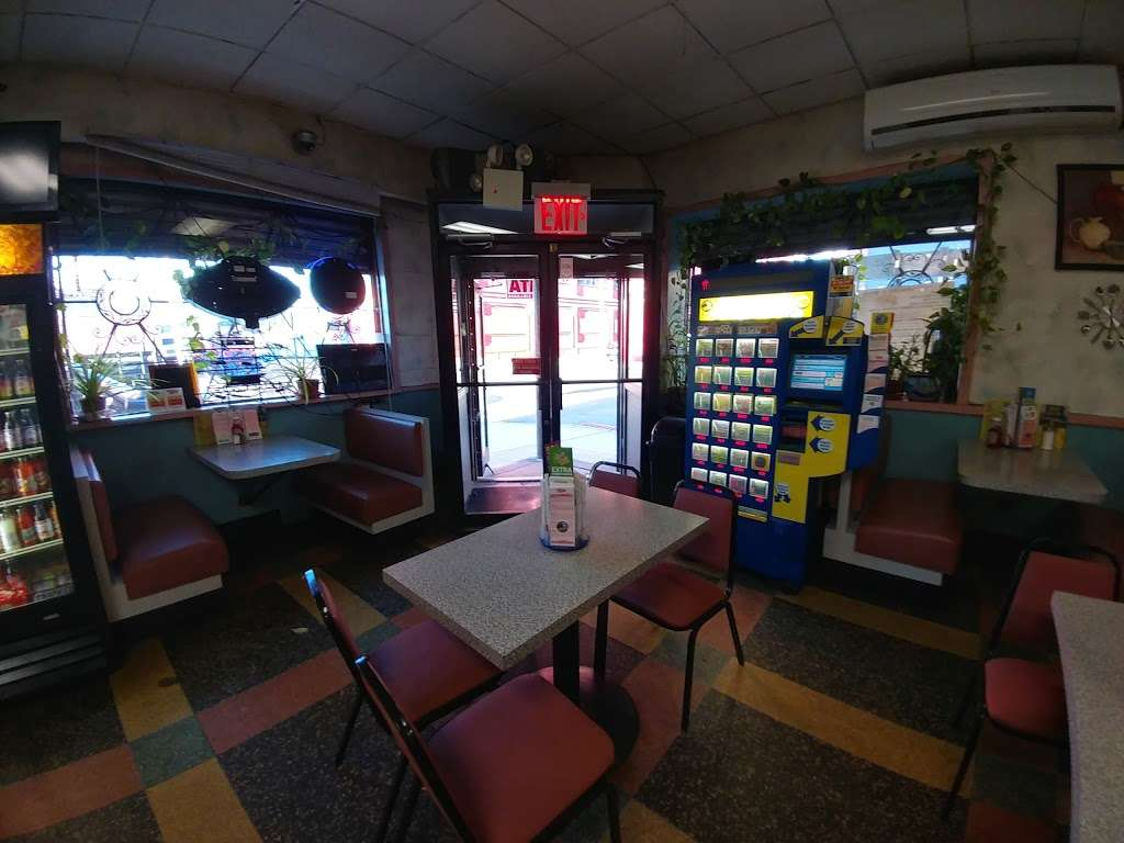 Walnut Bus Stop - restaurant  | Photo 5 of 10 | Address: 881 E 134th St, Bronx, NY 10454, USA | Phone: (718) 402-7048