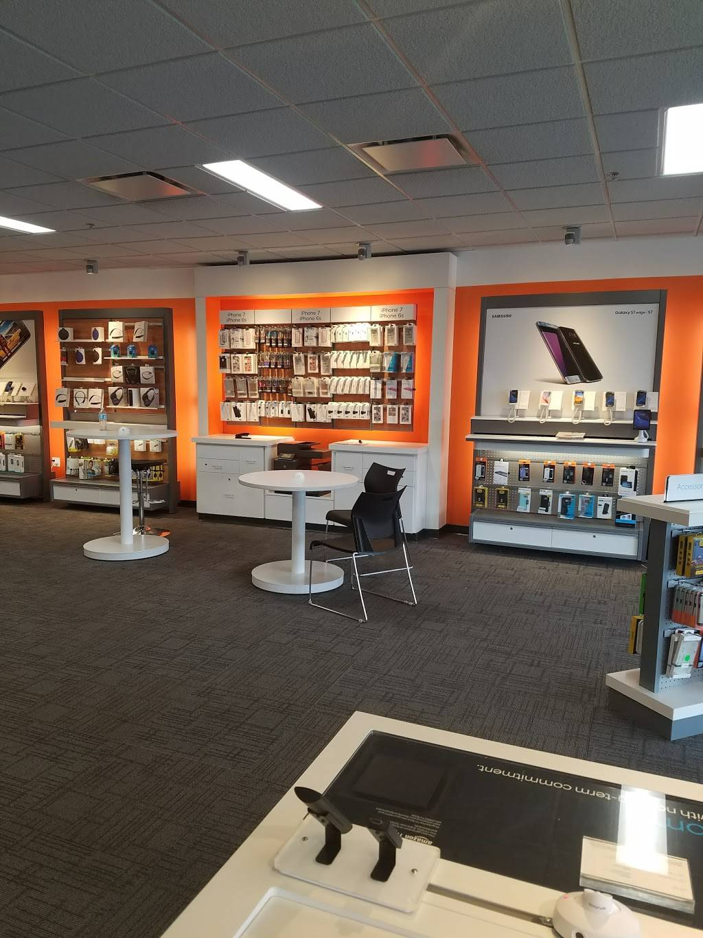 AT&T Store - electronics store  | Photo 8 of 10 | Address: 2820 Marconi Ave #3, Sacramento, CA 95821, USA | Phone: (916) 664-2869