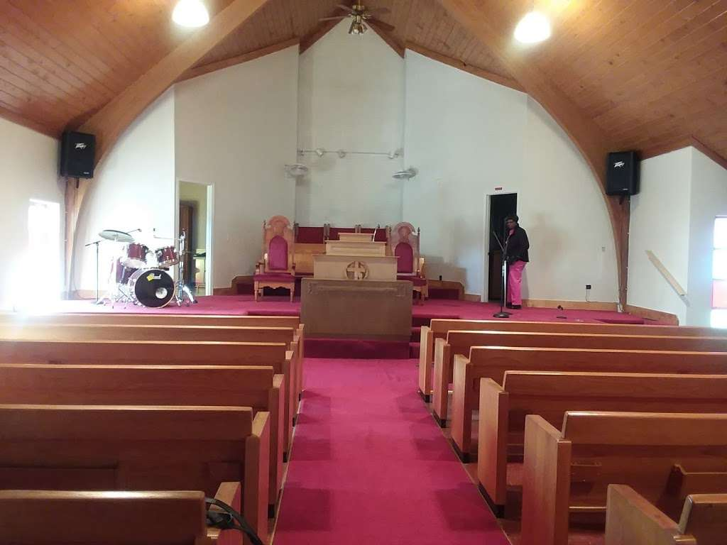 Greenwood Missionary Baptist Church - church  | Photo 1 of 5 | Address: 3501 E Meyer Blvd, Kansas City, MO 64132, USA | Phone: (816) 471-7358