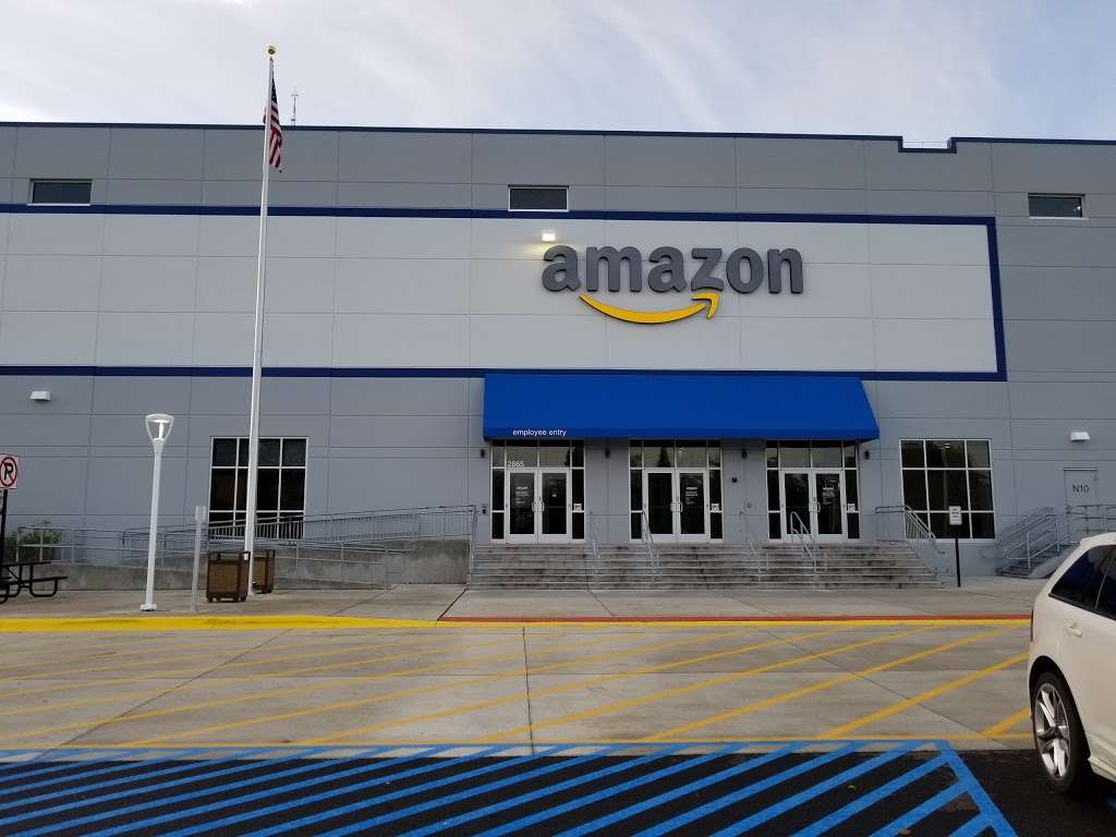 Amazon Fulfilment Center - MDW9 - storage  | Photo 1 of 1 | Address: 2865 Duke Pkwy, Aurora, IL 60502, USA