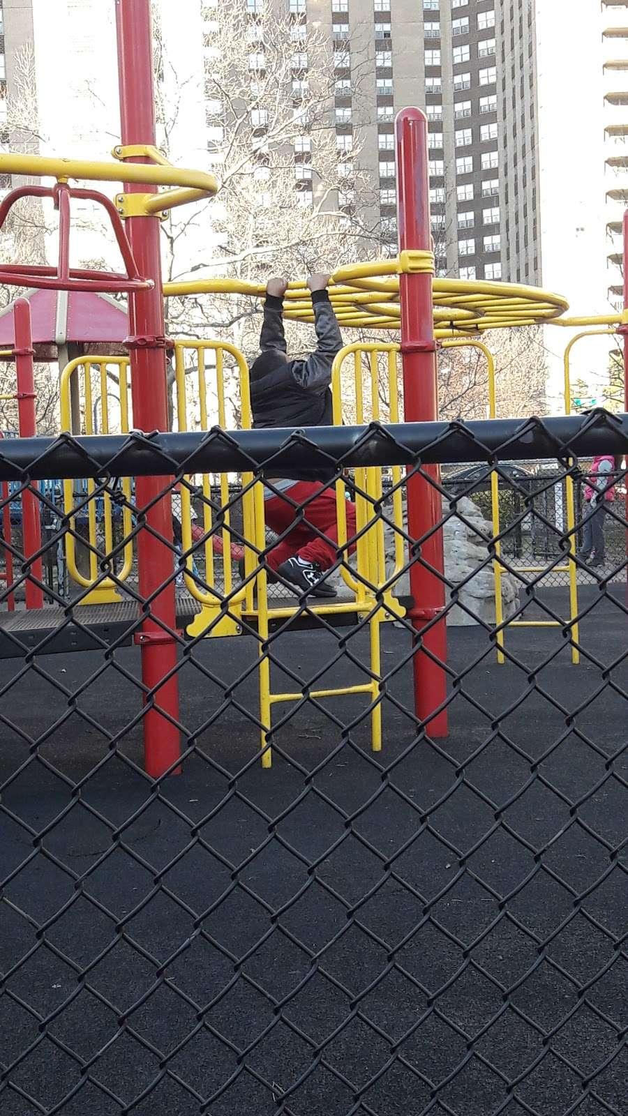 Rivers Run Garden - park  | Photo 8 of 10 | Address: 675 Co Op City Blvd, Bronx, NY 10475, USA