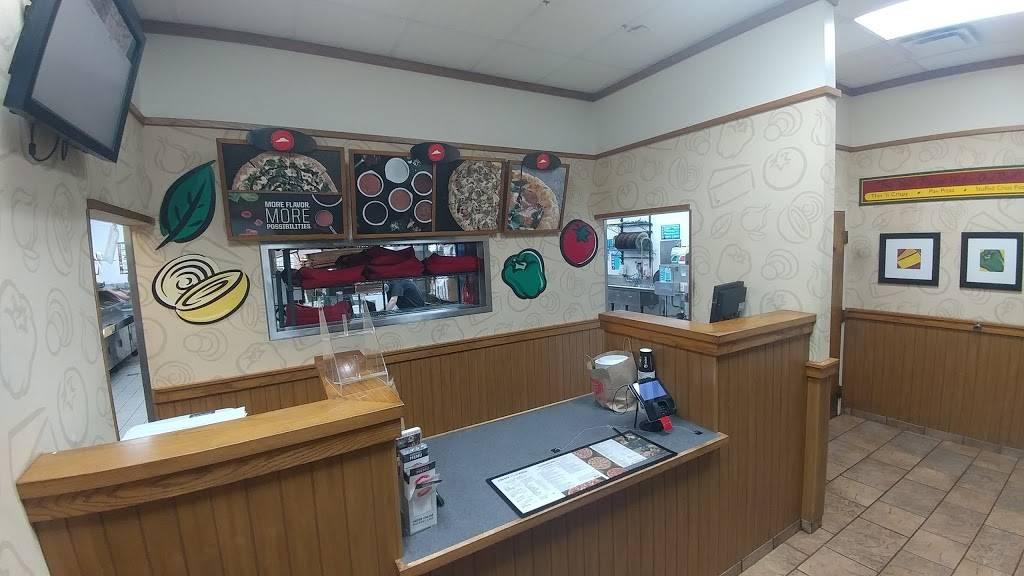 Pizza Hut - meal takeaway  | Photo 6 of 10 | Address: 7405 SW Barbur Blvd, Portland, OR 97219, USA | Phone: (503) 452-2815
