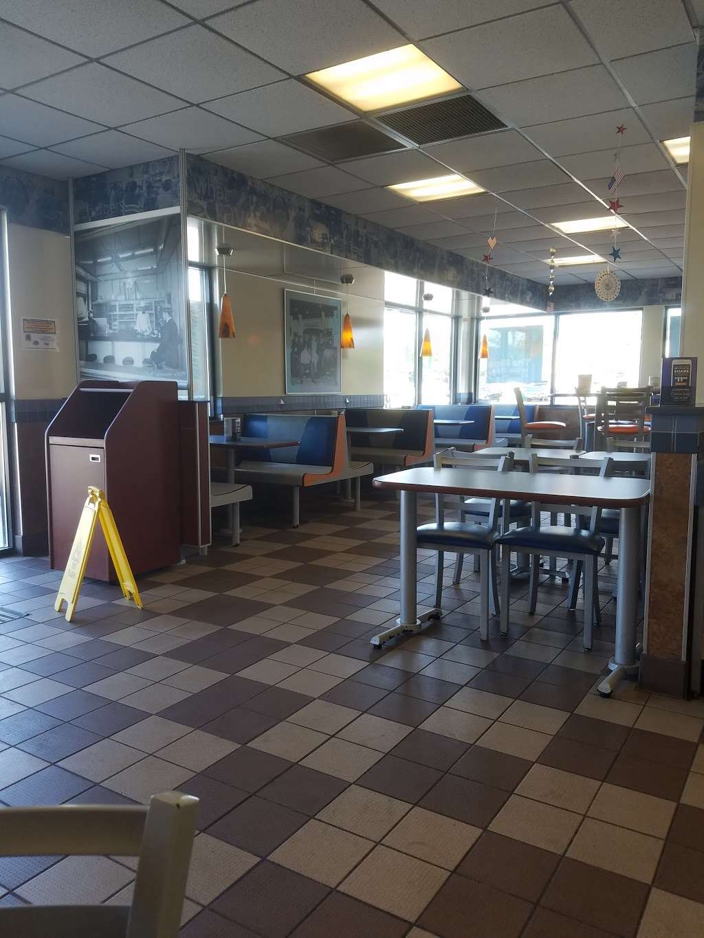White Castle - restaurant  | Photo 3 of 9 | Address: 2555 95th St, Evergreen Park, IL 60805, USA | Phone: (708) 424-7077