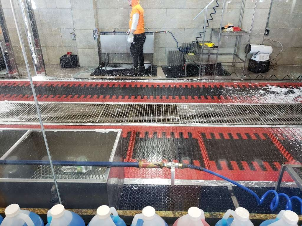 Ultra Sonic Inc - car wash  | Photo 7 of 10 | Address: 249-24 Jericho Turnpike, Bellerose, NY 11001, USA | Phone: (516) 502-2818