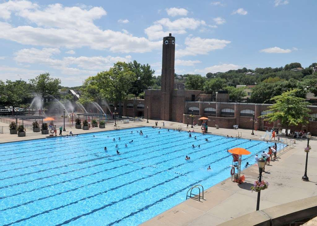 Lyons Pool Recreation Center - gym  | Photo 1 of 10 | Address: 20 Victory Blvd, Staten Island, NY 10301, USA | Phone: (718) 816-5255