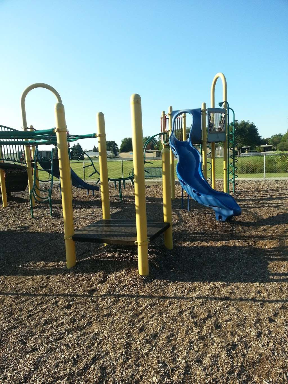 Iroquois Community School - school  | Photo 4 of 8 | Address: 1836 E Touhy Ave, Des Plaines, IL 60018, USA | Phone: (847) 824-1308