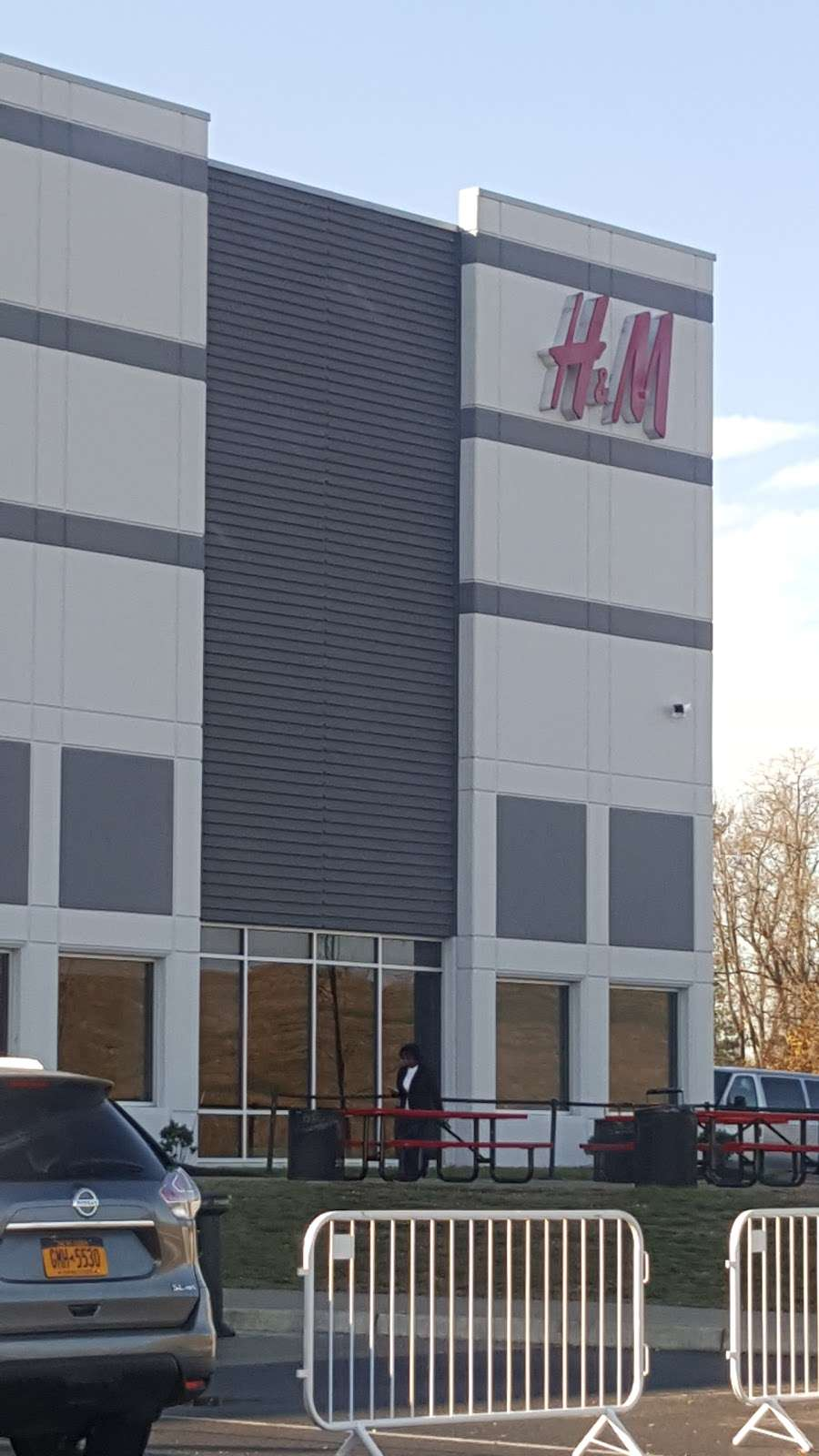 H&M Logistics - clothing store  | Photo 1 of 9 | Address: 1600 River Rd, Burlington, NJ 08016, USA | Phone: (866) 246-6453