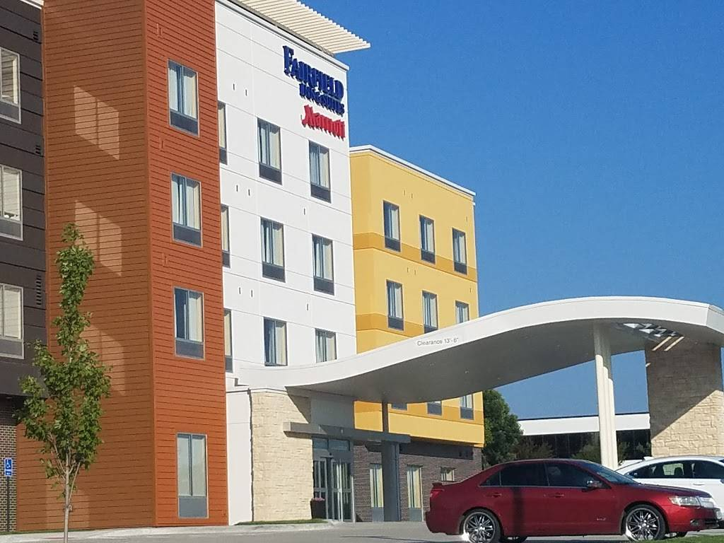 Fairfield Inn & Suites by Marriott Lincoln Airport - lodging  | Photo 1 of 9 | Address: 1000 W Bond St, Lincoln, NE 68521, USA | Phone: (402) 413-9003