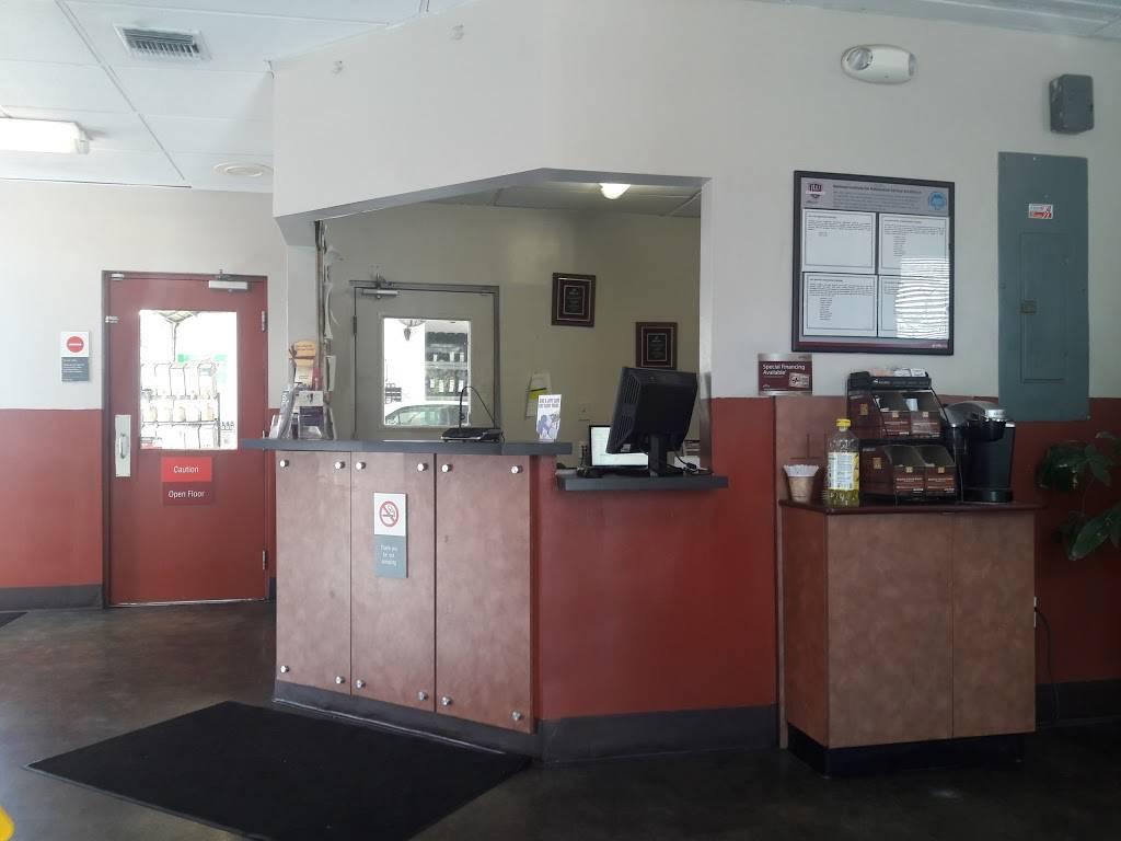 Jiffy Lube - car repair    Photo 3 of 10   Address: 4050 Ludlam Rd, Miami, FL 33155, USA   Phone: (305) 661-9928