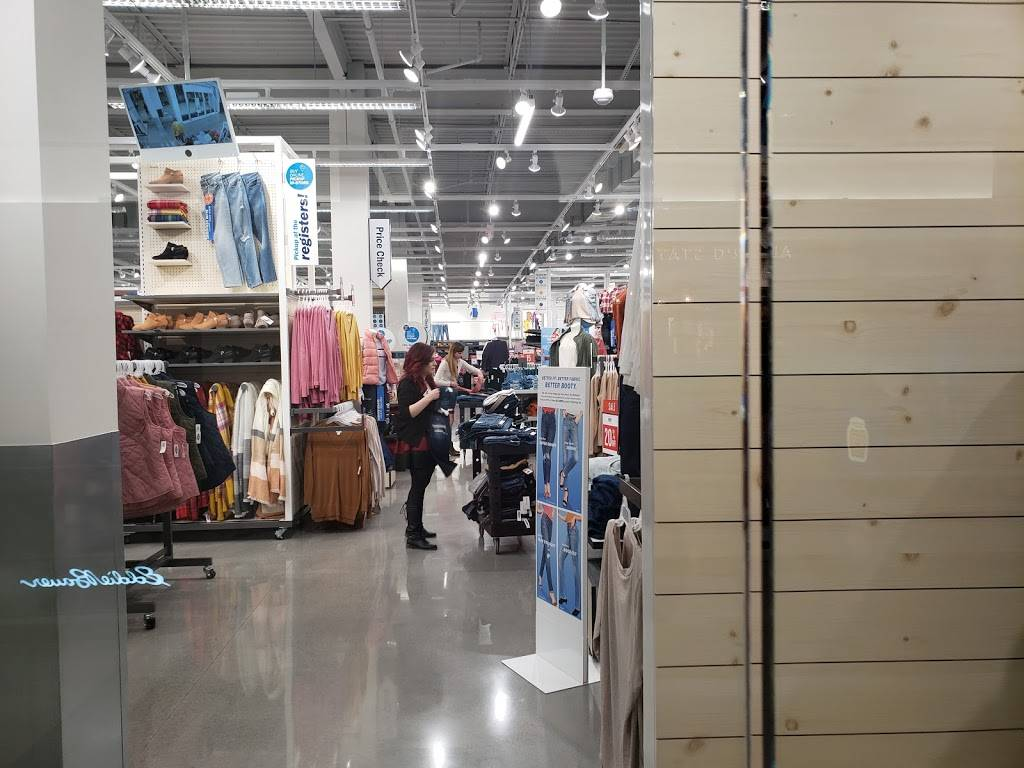 Old Navy - with Curbside Pickup - clothing store  | Photo 3 of 10 | Address: 301 S Hills Village Space 2240A, Pittsburgh, PA 15241, USA | Phone: (412) 833-6571