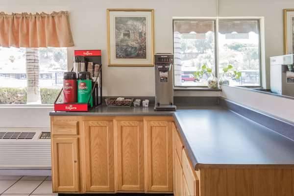 Days Inn by Wyndham San Bernardino - lodging  | Photo 5 of 8 | Address: 1386 E Highland Ave, San Bernardino, CA 92404, USA | Phone: (909) 881-1702