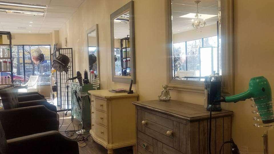 Rockefellers Haute Spot - hair care    Photo 5 of 10   Address: 1148 S Railroad Ave, Staten Island, NY 10306, USA   Phone: (718) 524-5300