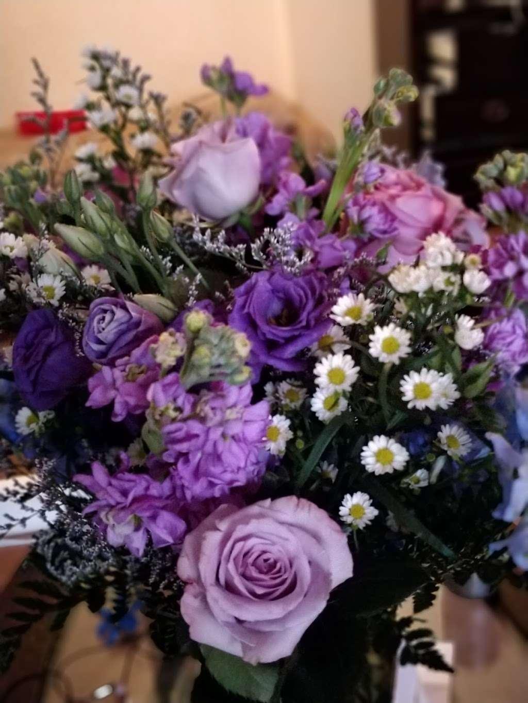 Jerome Florist & Gifts - florist    Photo 4 of 10   Address: 3724 E Tremont Ave, Bronx, NY 10465, USA   Phone: (718) 931-9440