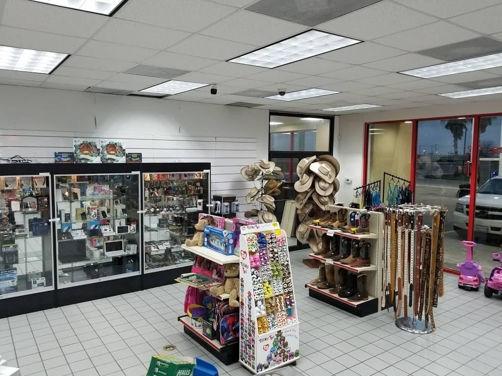 TRUCKEES - gas station  | Photo 6 of 7 | Address: 8140 US-77, Sinton, TX 78387, USA | Phone: (281) 449-9975