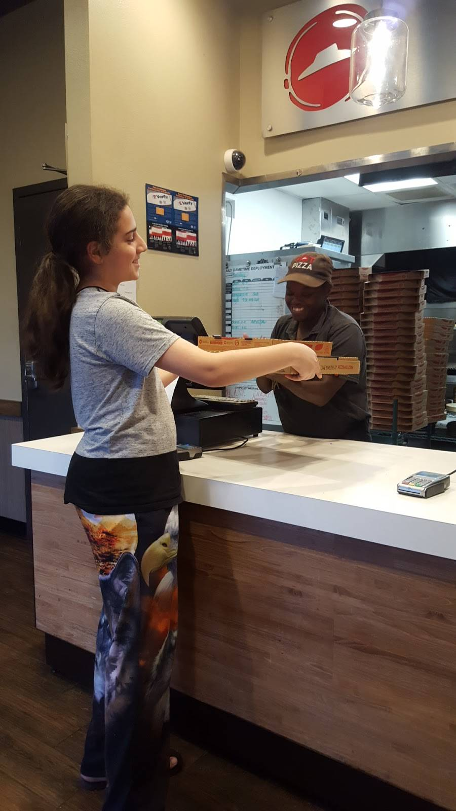 Pizza Hut - meal delivery  | Photo 9 of 10 | Address: 7310 Airline Hwy Suite H, Baton Rouge, LA 70805, USA | Phone: (225) 355-7006