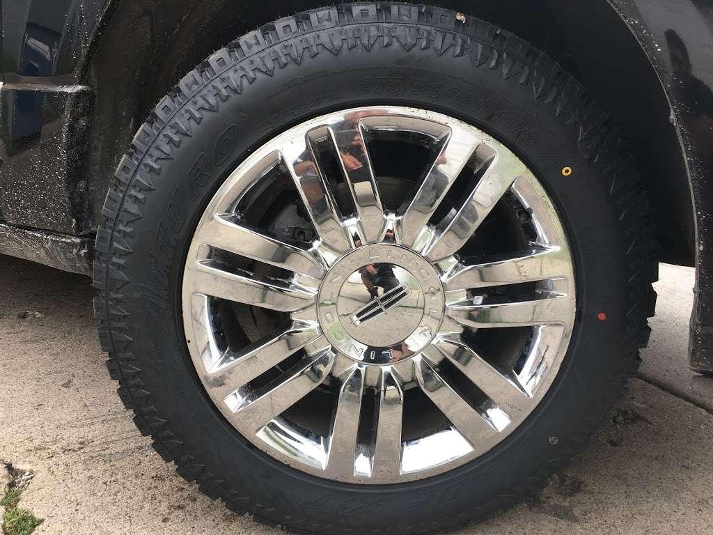 Rim Shop The Chrome Depot Wheels Tires Financing - car repair  | Photo 3 of 10 | Address: 1626 S Cicero Ave, Cicero, IL 60804, USA | Phone: (708) 776-3119