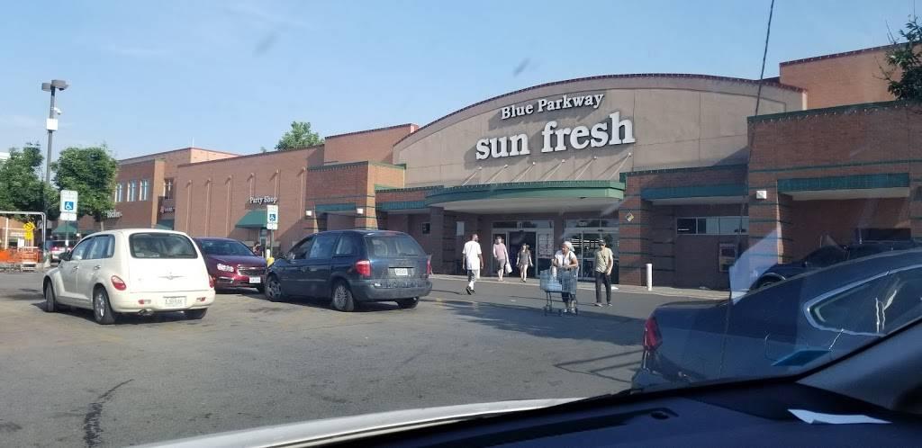 Blue Parkway Sunfresh - atm  | Photo 1 of 10 | Address: 4209 E 50th Terrace, Kansas City, MO 64130, USA | Phone: (816) 921-1212