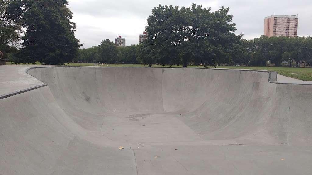 Victoria Park skatepark - park    Photo 5 of 10   Address: Victoria Park, London E9 7DD, UK