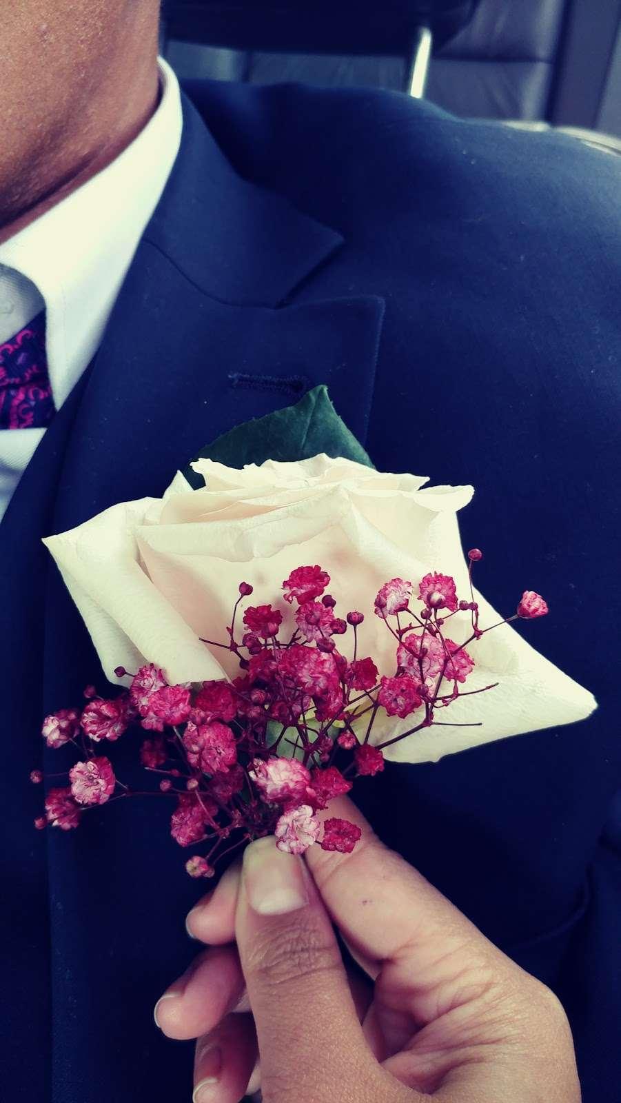 Jerome Florist & Gifts - florist    Photo 6 of 10   Address: 3724 E Tremont Ave, Bronx, NY 10465, USA   Phone: (718) 931-9440