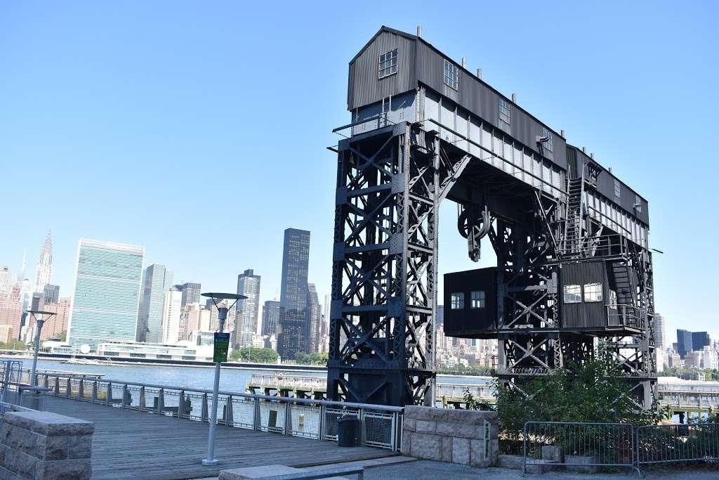 Long Island City Ferry Stop - transit station | Address: Center Blvd & 46th Ave, Long Island City, NY 10044, USA