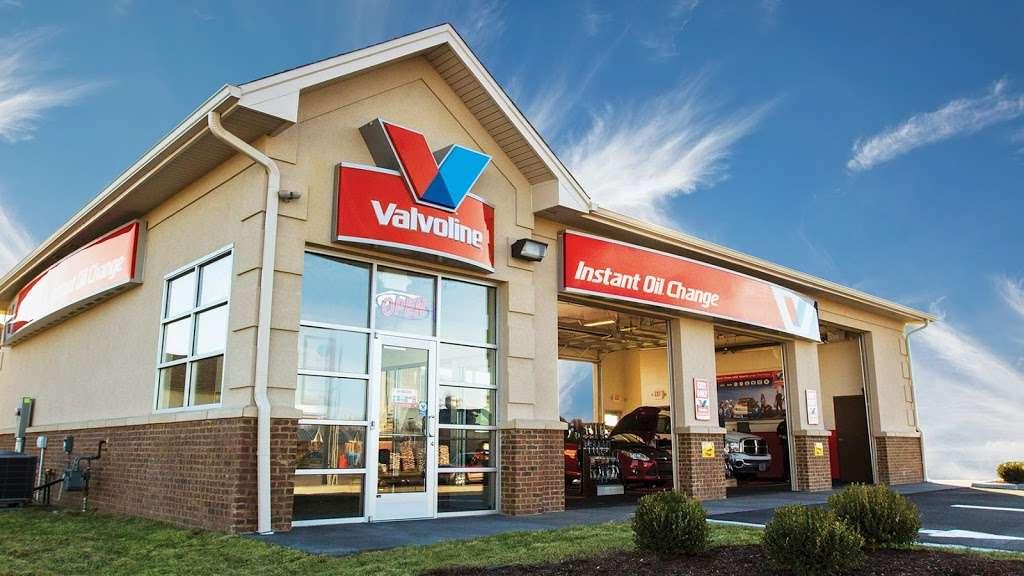 Valvoline Instant Oil Change - car repair  | Photo 1 of 2 | Address: 257 Rochelle Ave, Rochelle Park, NJ 07662, USA | Phone: (201) 587-0220