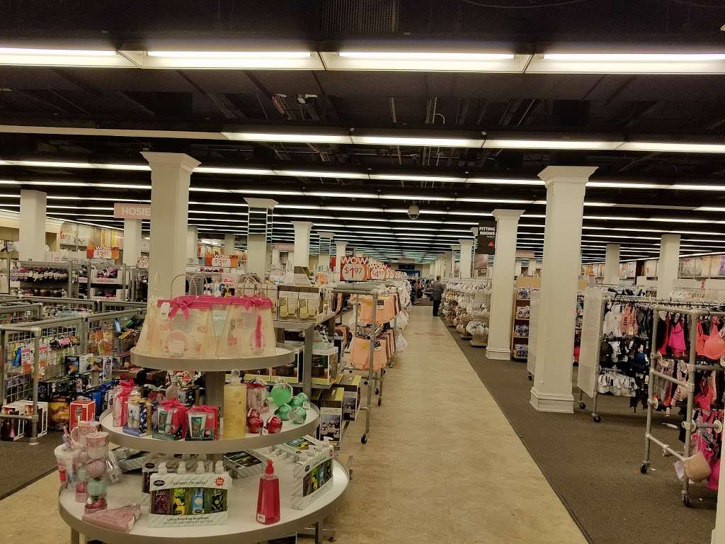 Vanity Fair Outlet Village - Shopping mall | 739 Reading Ave
