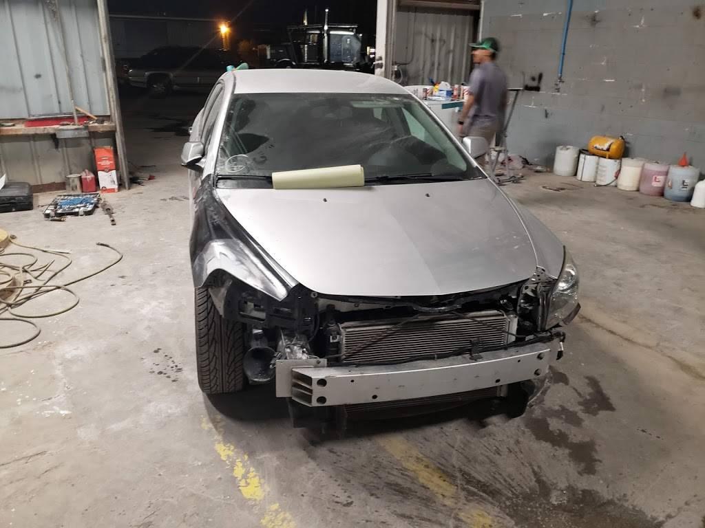 T&H Collision Repair And Detailing - car repair  | Photo 3 of 10 | Address: 108 Ranch Rd #6086c, Laredo, TX 78043, USA | Phone: (956) 568-7290