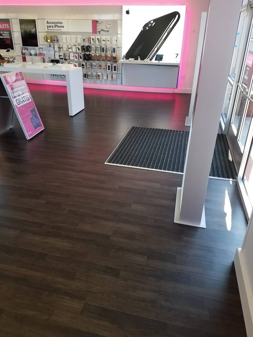 T-Mobile - electronics store  | Photo 10 of 10 | Address: 1110 E Parker Rd Suite C, Plano, TX 75074, USA | Phone: (972) 423-4825