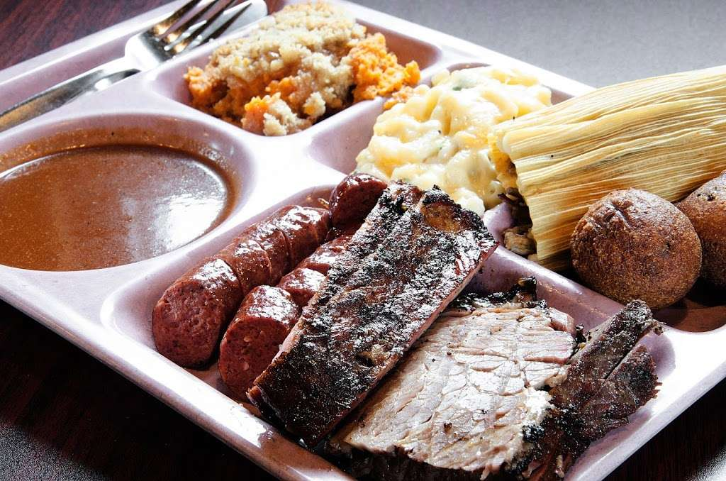 Slow Bone BBQ - restaurant  | Photo 9 of 10 | Address: 2234 Irving Blvd, Dallas, TX 75207, USA | Phone: (214) 377-7727