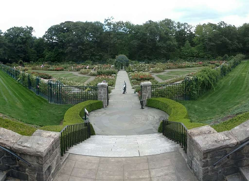 Rockefeller Rose Garden - park  | Photo 2 of 10 | Address: Bronx River Pkwy, Bronx, NY 10467, USA | Phone: (718) 817-8700