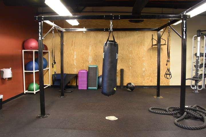 Fitness 1 Gym - gym  | Photo 4 of 10 | Address: 802 E Union Hills Dr, Phoenix, AZ 85024, USA | Phone: (623) 582-0565