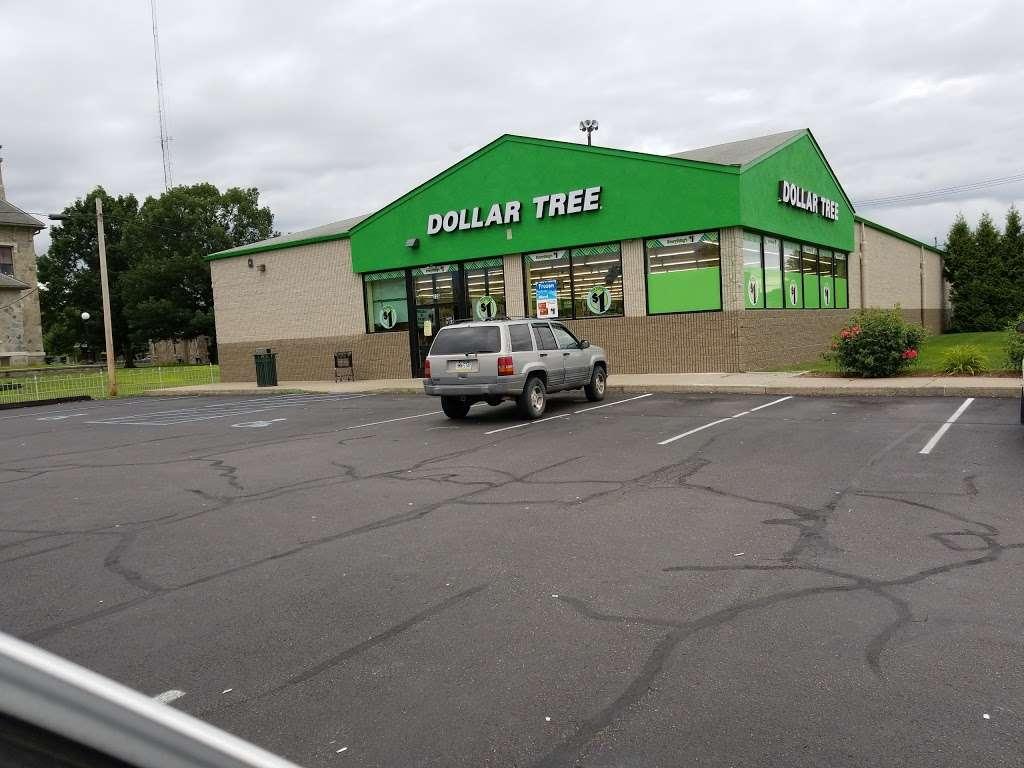 Dollar Tree - furniture store  | Photo 4 of 10 | Address: 326 N Market St, Berwick, PA 18603, USA | Phone: (570) 752-3023