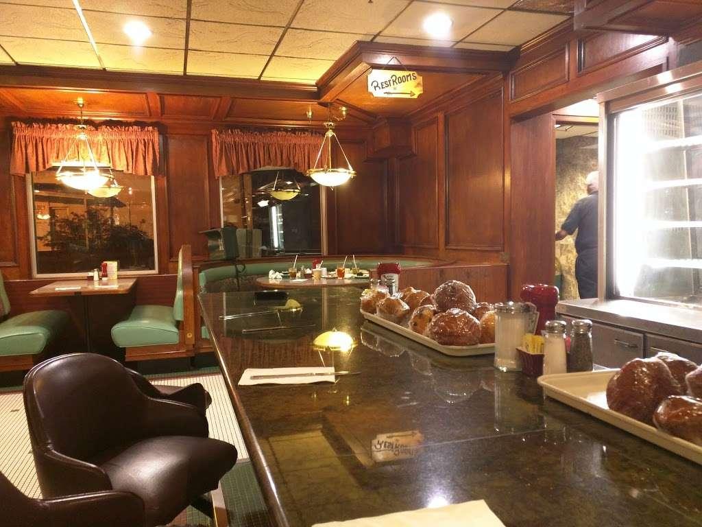 Pilgrim Diner Restaurant - restaurant    Photo 9 of 10   Address: 82 Pompton Ave, Cedar Grove, NJ 07009, USA   Phone: (973) 239-2900