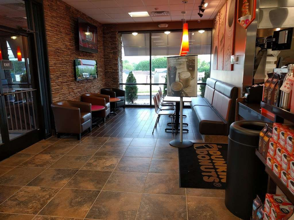 Dunkin Donuts - cafe  | Photo 3 of 10 | Address: 103 Baringer Ave, Silverdale, PA 18962, USA | Phone: (215) 257-2127