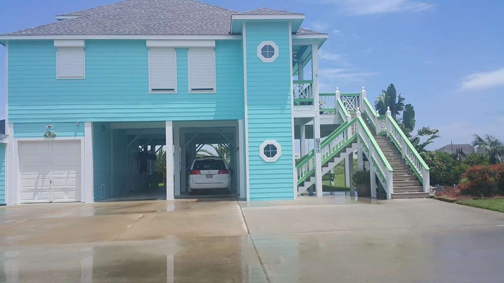 Ships Wheel - night club  | Photo 6 of 10 | Address: 1271 State Hwy 87, Port Bolivar, TX 77650, USA | Phone: (409) 684-4036
