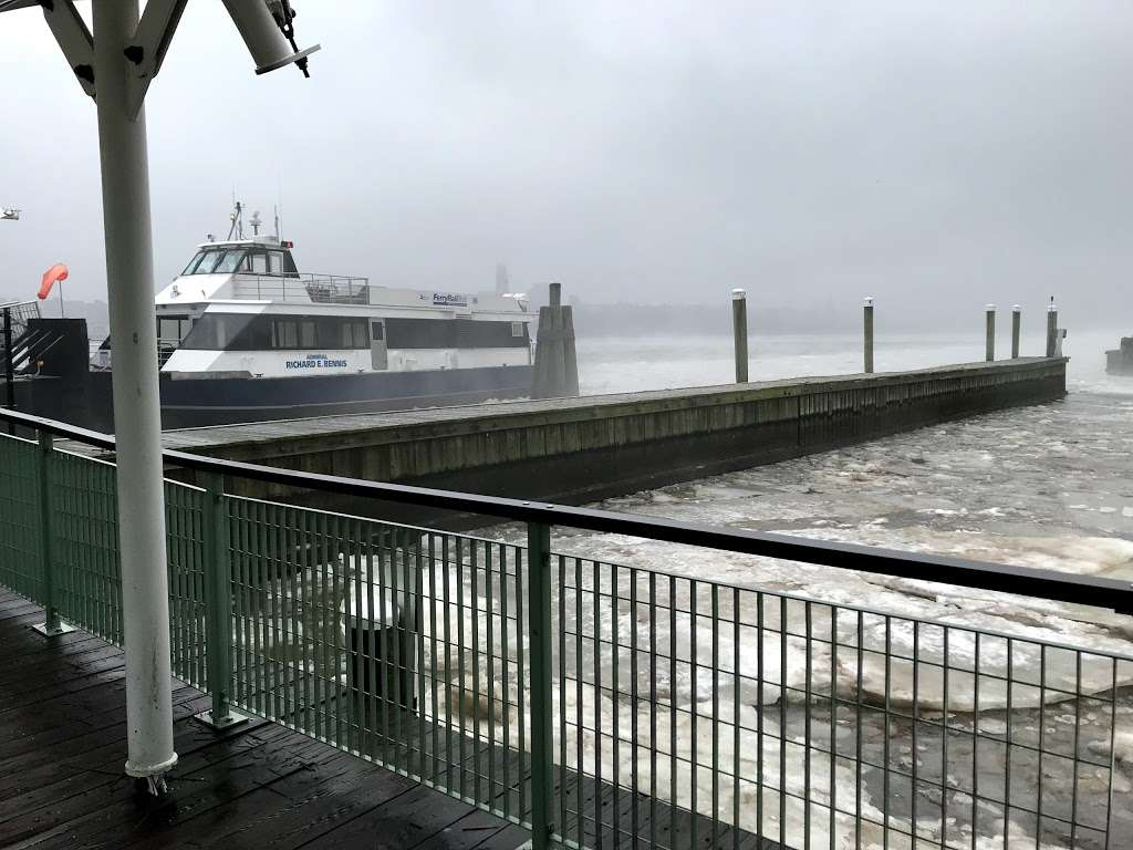 Edgewater Ferry Landing - transit station  | Photo 2 of 10 | Address: 989 River Rd, Edgewater, NJ 07020, USA | Phone: (800) 533-3779