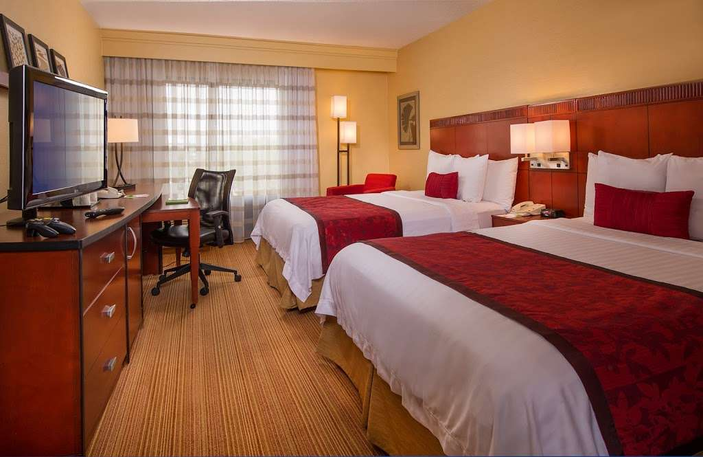 Courtyard by Marriott Secaucus Meadowlands - lodging  | Photo 6 of 10 | Address: 455 Harmon Meadow Blvd, Secaucus, NJ 07094, USA | Phone: (201) 617-8888