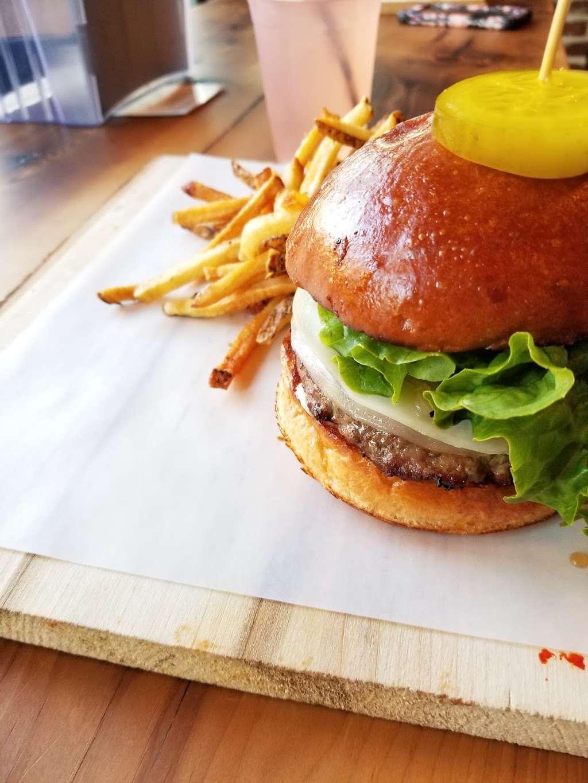 Burger Lab - restaurant  | Photo 5 of 10 | Address: 29-04 Ditmars Blvd, Long Island City, NY 11105, USA | Phone: (929) 454-8825