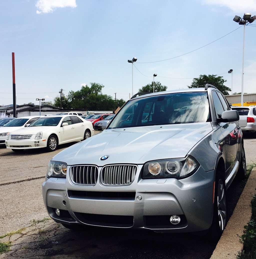 A & B Auto - car dealer  | Photo 5 of 10 | Address: 5700 W Colfax Ave, Lakewood, CO 80214, USA | Phone: (303) 274-1400